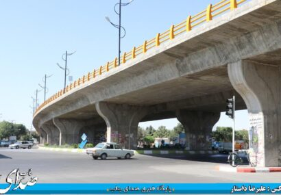 ضرورت رسیدگی به نمای بیرونی پل سرداران میدان معلم/ عدم زیباسازی این پل با گذشت یک سال از زمان بهره برداری آن/انتظار مردم از اداره راه و شهرسازی جهت زیباسازی پل به عنوان متولی اصلی این پروژه