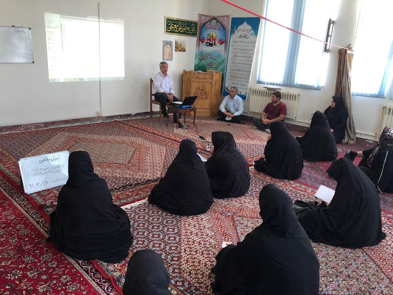 کارگاه آموزشی پرورش کرم ابریشم در شهرستان بناب برگزار شد+تصاویر