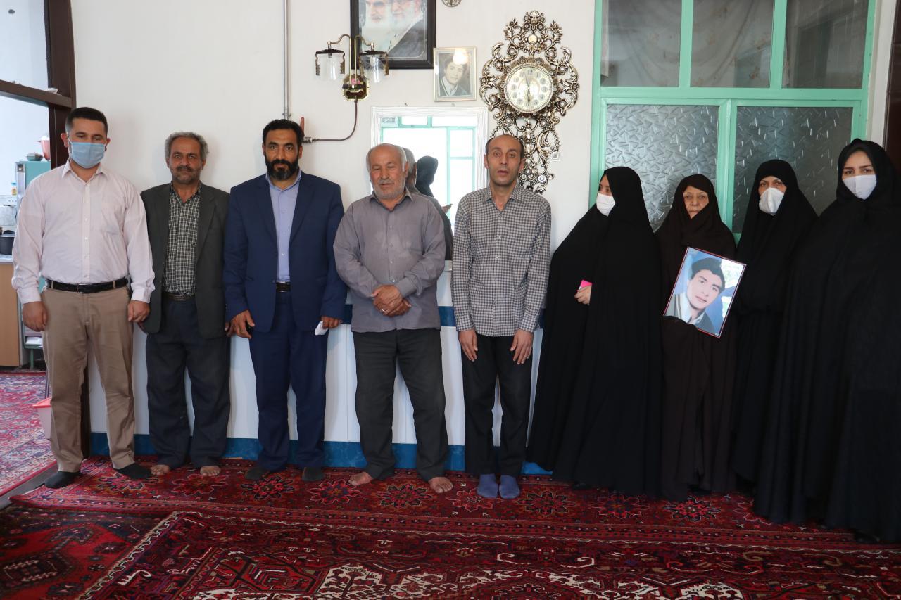 دیدار صمیمانه روسای ادارات بهزیستی و بنیاد شهید با خانواده شهید محمود اسدزاده