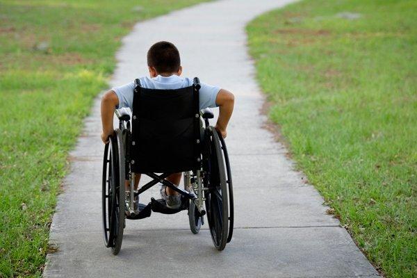کودک معلول بنابی نیازمند تنها یک #ولیچر/ خیرین از طریق این رسانه مردمی  به این کودک معلول بنابی  کمک کنند