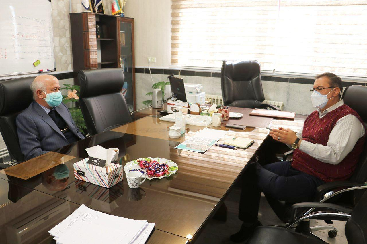 دیدار و گفتگوی رئیس هیئت مدیره شرکت سینا پرتو بناب با رئیس شبکه بهداشت و درمان شهرستان