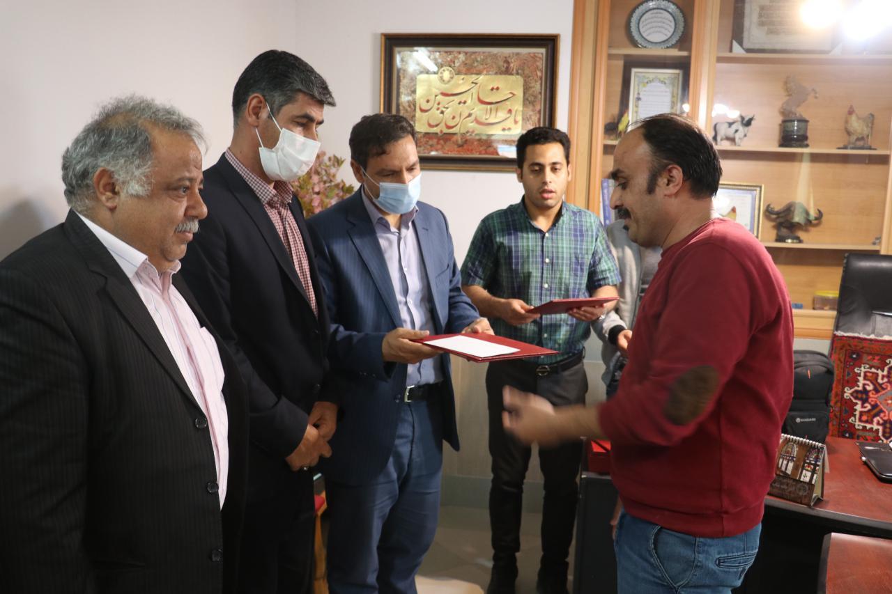 مراسم تجلیل از کارگران شرکت آذر دانه بناب برگزار شد+ تصاویر