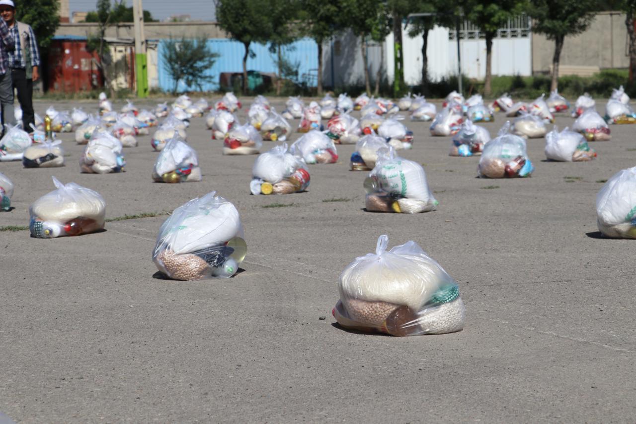 تهیه و توزیع ۵۰۰ بسته معیشتی به ارزش ۲ میلیارد ریال / اهدای یک سری جهیزیه کامل به نوعروس بنابی +تصاویر