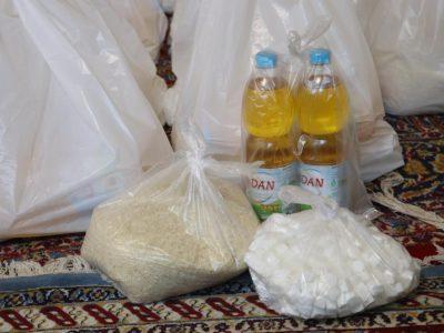 تهیه و توزیع ۲۰۰ بسته معیشتی بین نیازمندان روستاهای کم برخوردار بناب+ تصاویر