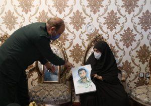 دیدار سردار خرم فرمانده سپاه عاشورا با مادر شهید محمد سبزی