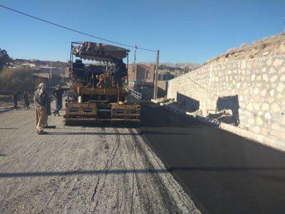 آسفالت ریزی بیش از ۴ هزار متر مربع در معابر روستای دوش/ قطار آسفالتریزی وارد روستای زاوشت می شود